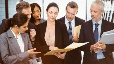 Photo of What is the difference between a business lawyer and a corporate lawyer?